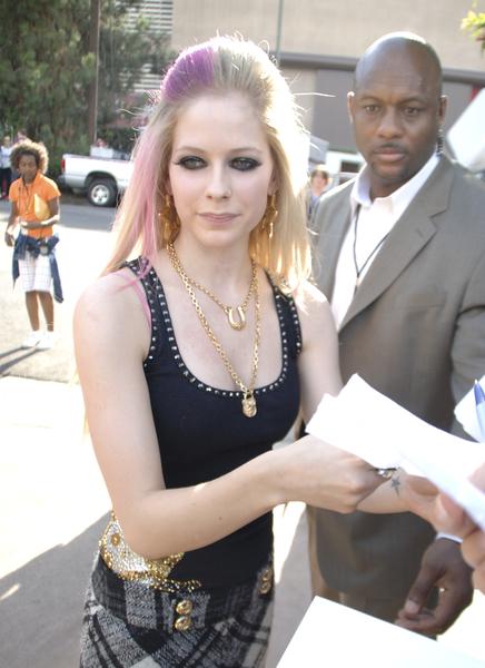 avril lavigne old pictures. Avril Lavigne always manages