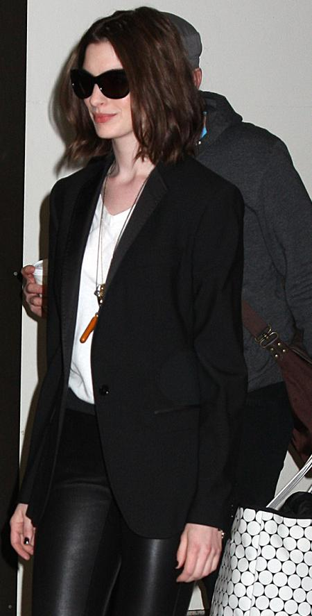 anne hathaway bob. Anne Hathaway celebrated