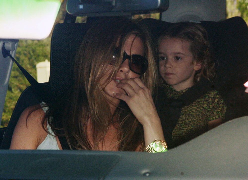 Jennifer Aniston And Courteney Cox Kiss. Jennifer Aniston and Courteney