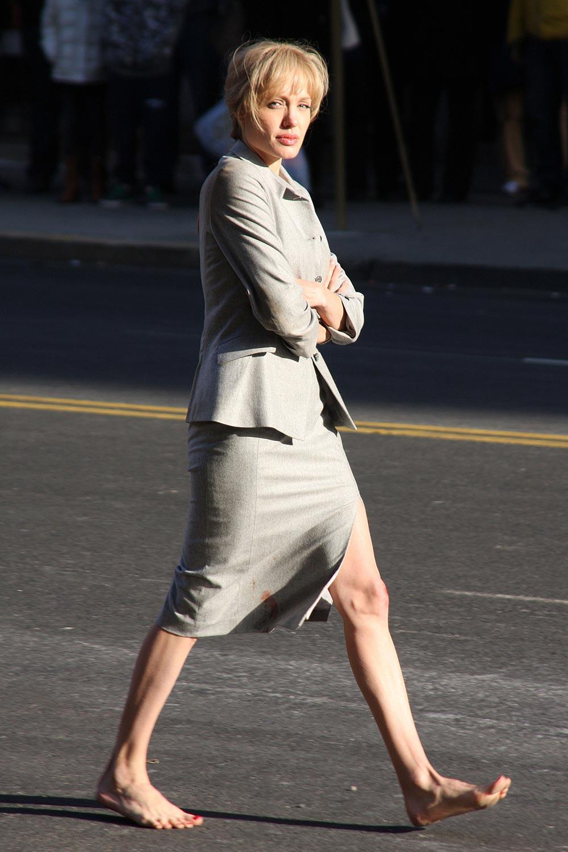 Cele|bitchy | Is Angelina Jolie on a liquid detox diet?