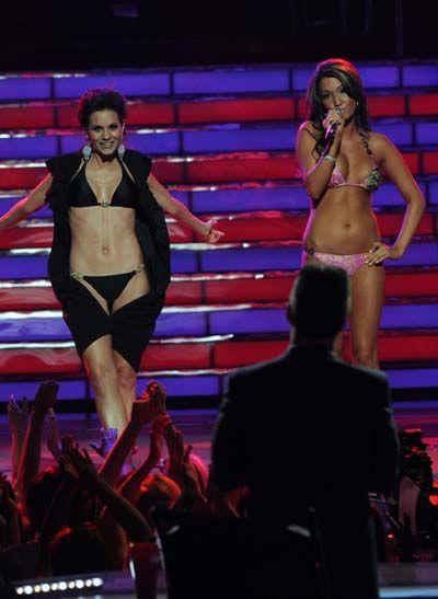kara-dioguardi-sings-with-bikini-girl-nude-unblocked-sex