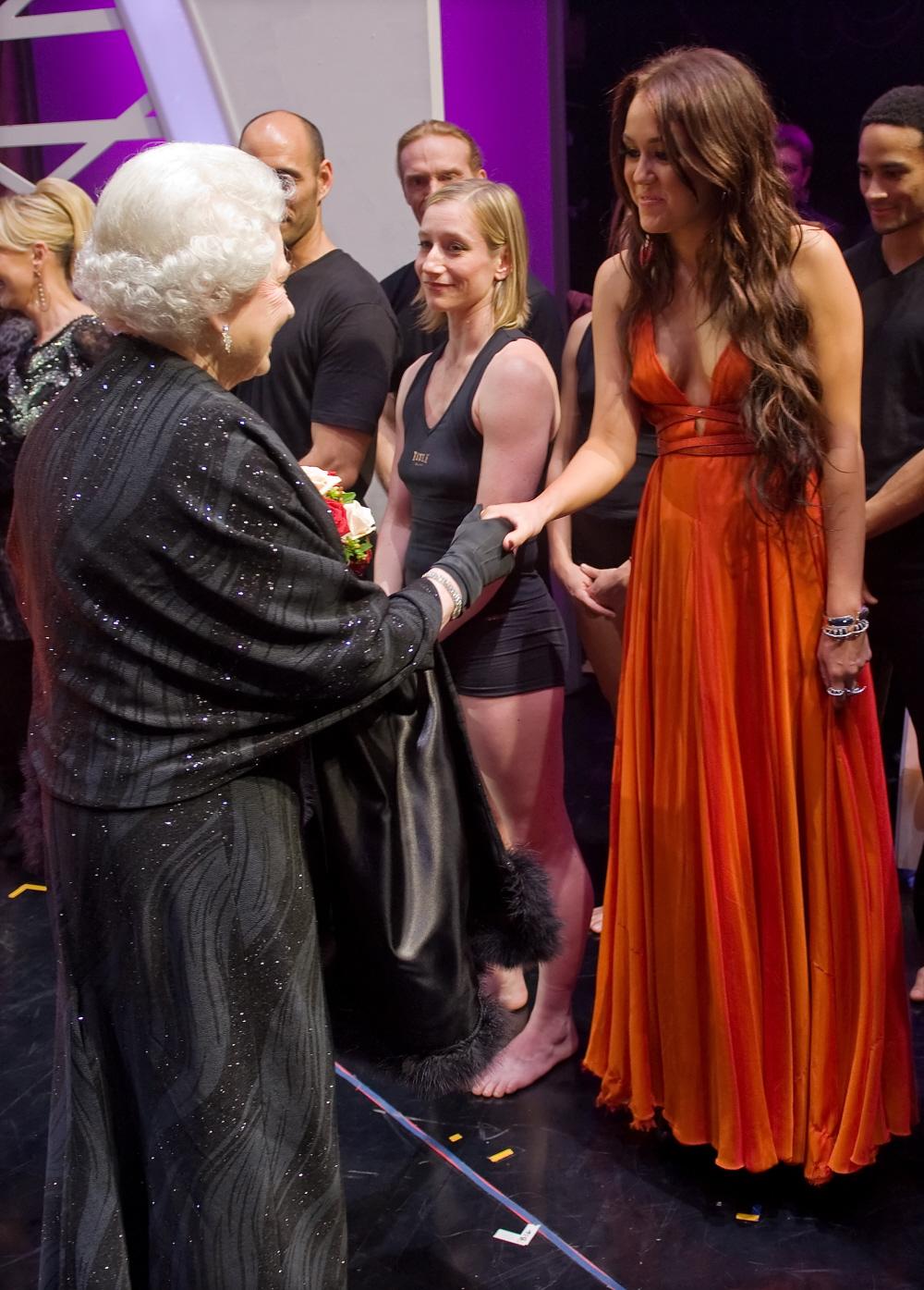 Cele Bitchy Lady Gaga Miley Cyrus Meet Queen Elizabeth