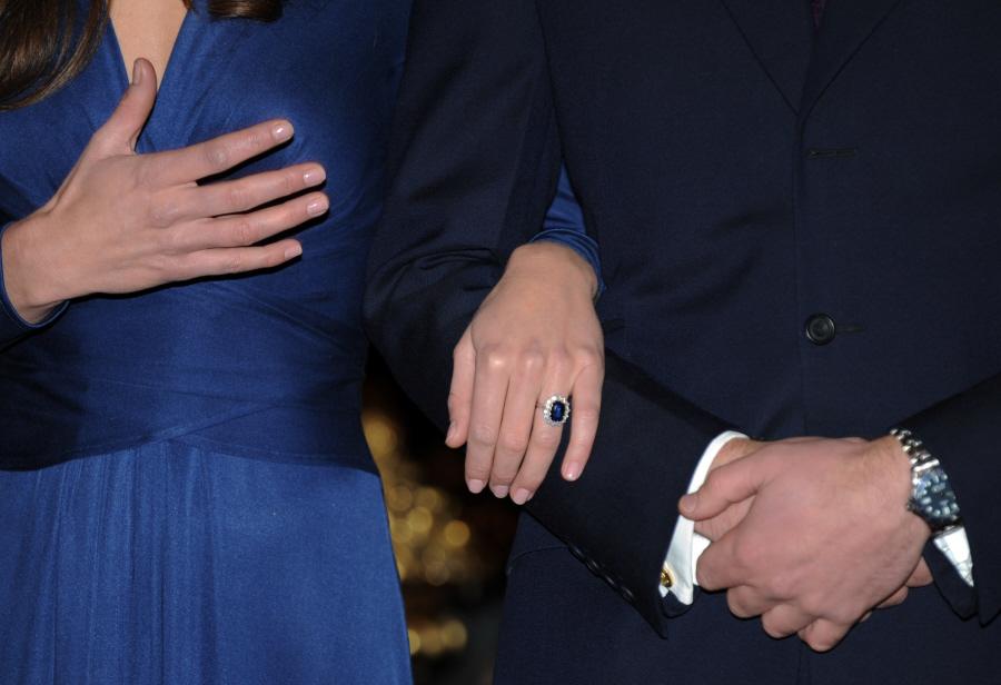 kate middleton engagement ring replica kate middleton grey issa dress. Prince William Kate Middleton