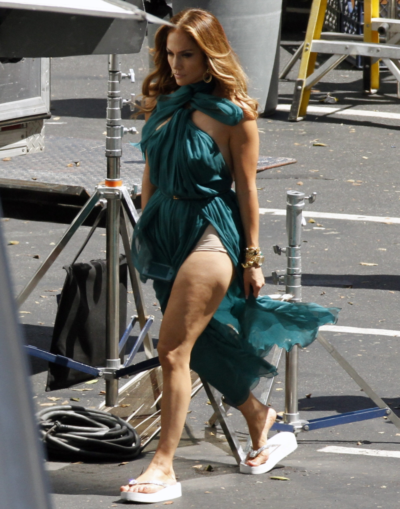 Watch Out For Jennifer Lopez's Thunder Thighs | Celeb Dirty Laundry