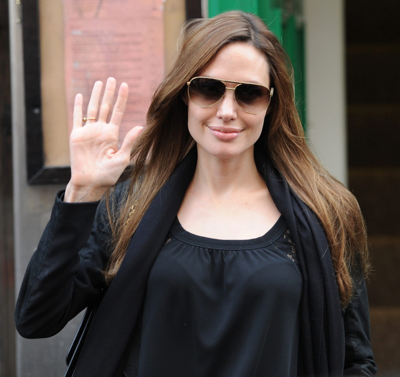 Angelina Jolie Fp_7913591_big_jolieangelina_02_13