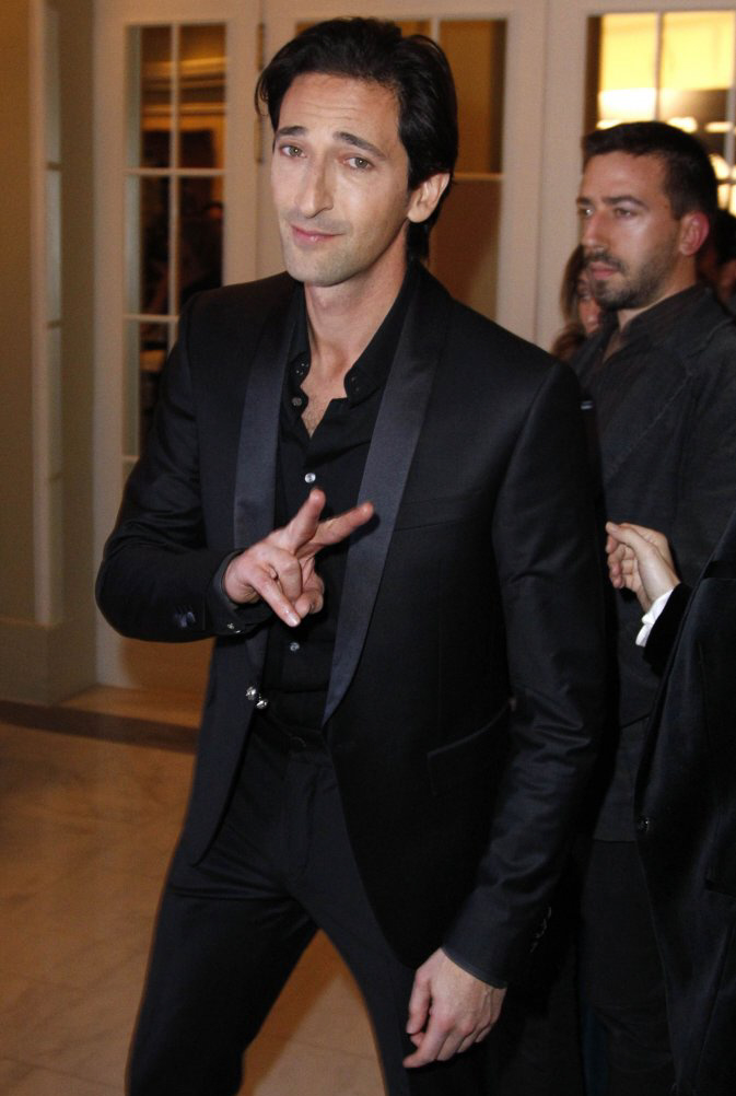 lara lieto hot MEMEs Adrien Brody Married