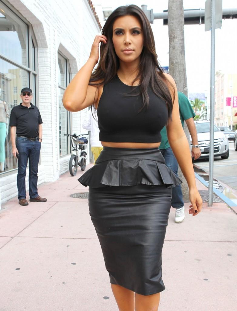 FFN_Kardashians_MiamiPIXX_BRJ_121212_50968742