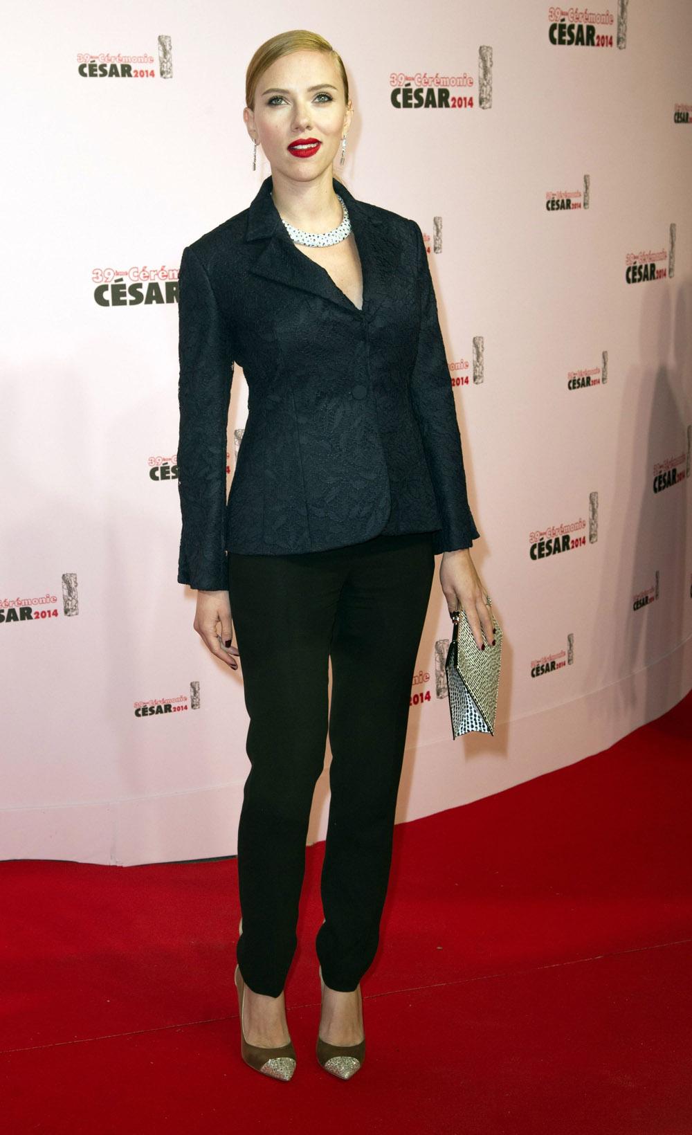 cele bitchy scarlett johansson in a dior pantsuit at the c eacute sars 39th cesar film awards