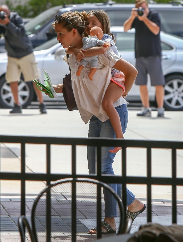Ben Affleck & Jennifer Garner Wear Their Wedding Rings While Out In Atlanta