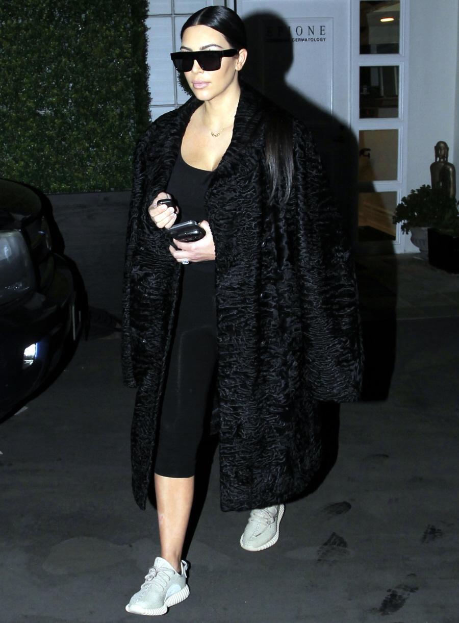FFN_MUG_Kardashian_Kim_030116_51984949