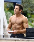 Zac Efron Shirtless On The Set Of 'Baywatch'