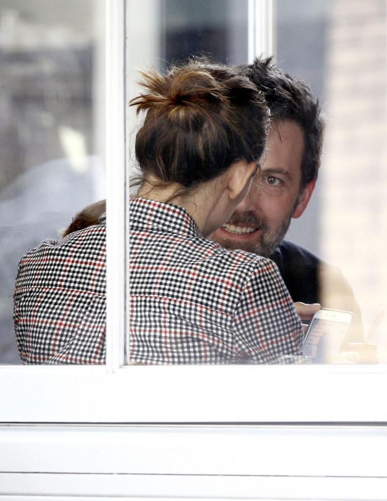 Jennifer Garner & Ben Affleck Are Closer Than Ever During London Shopping Trip