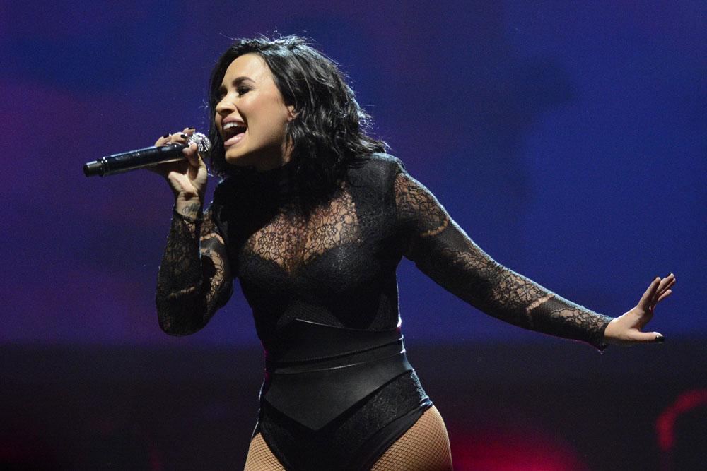 Demi Lovato and Nick Jonas performing on their 'Future Now' Tour