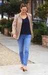 Jennifer Garner Grabs Coffee With Friends In Santa Monica