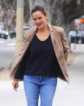 Jennifer Garner Grabs Coffee With Friends In Santa Monica