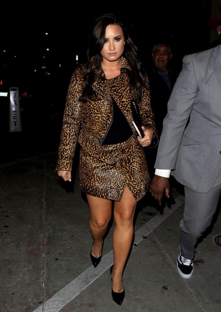 FFN_MUG_Lovato_Demi_102316_52211768