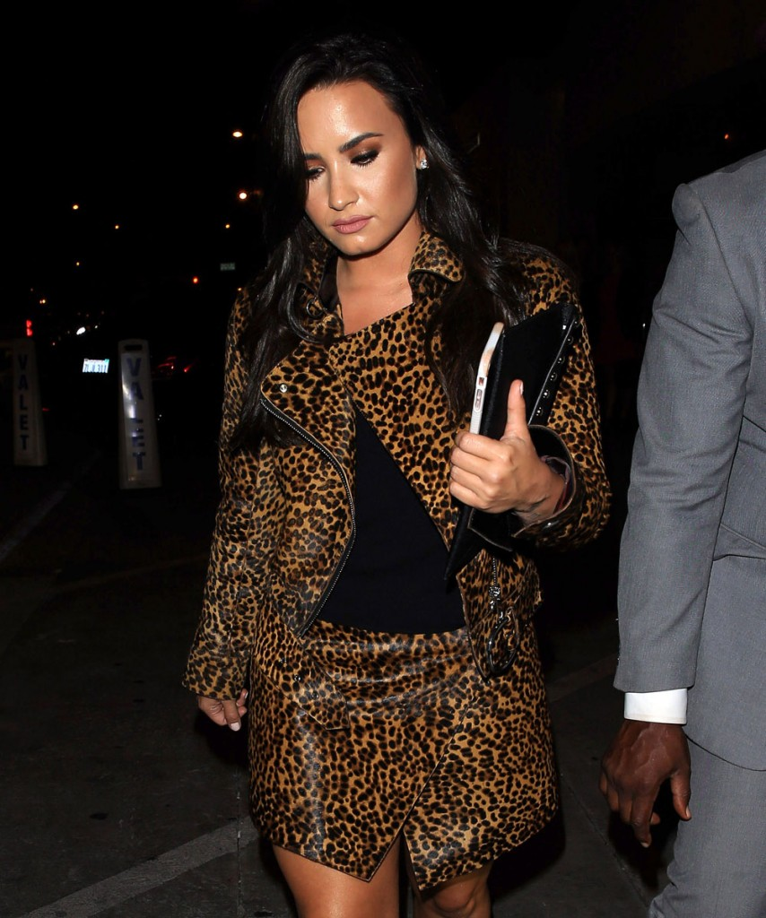FFN_MUG_Lovato_Demi_102316_52211770