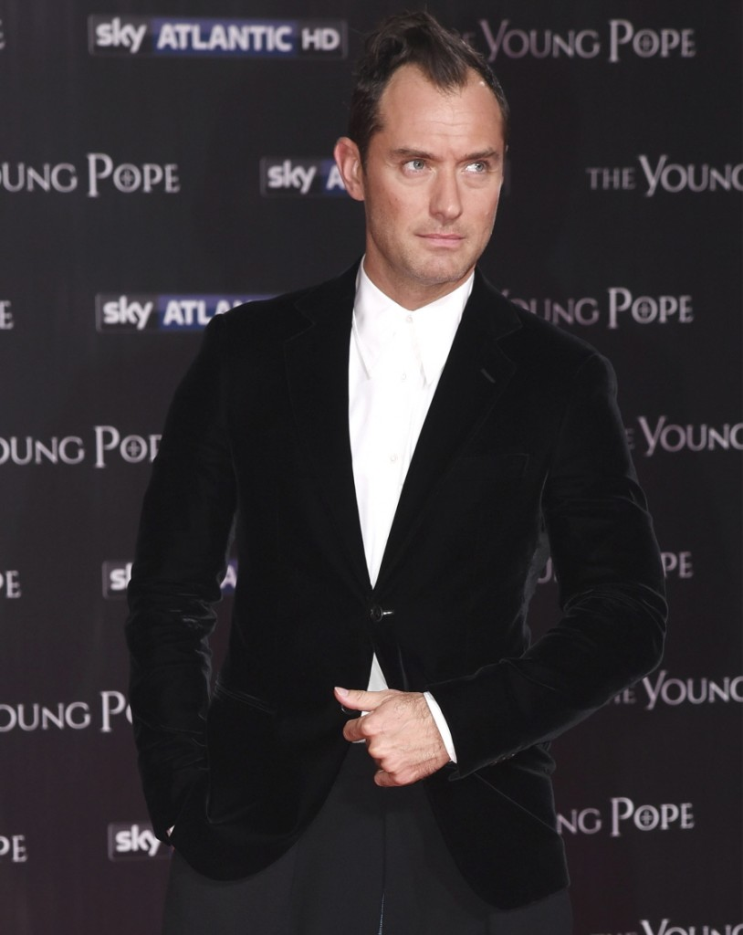 FFN_SGP_The_Young_Pope_Premiere_100916_52198905