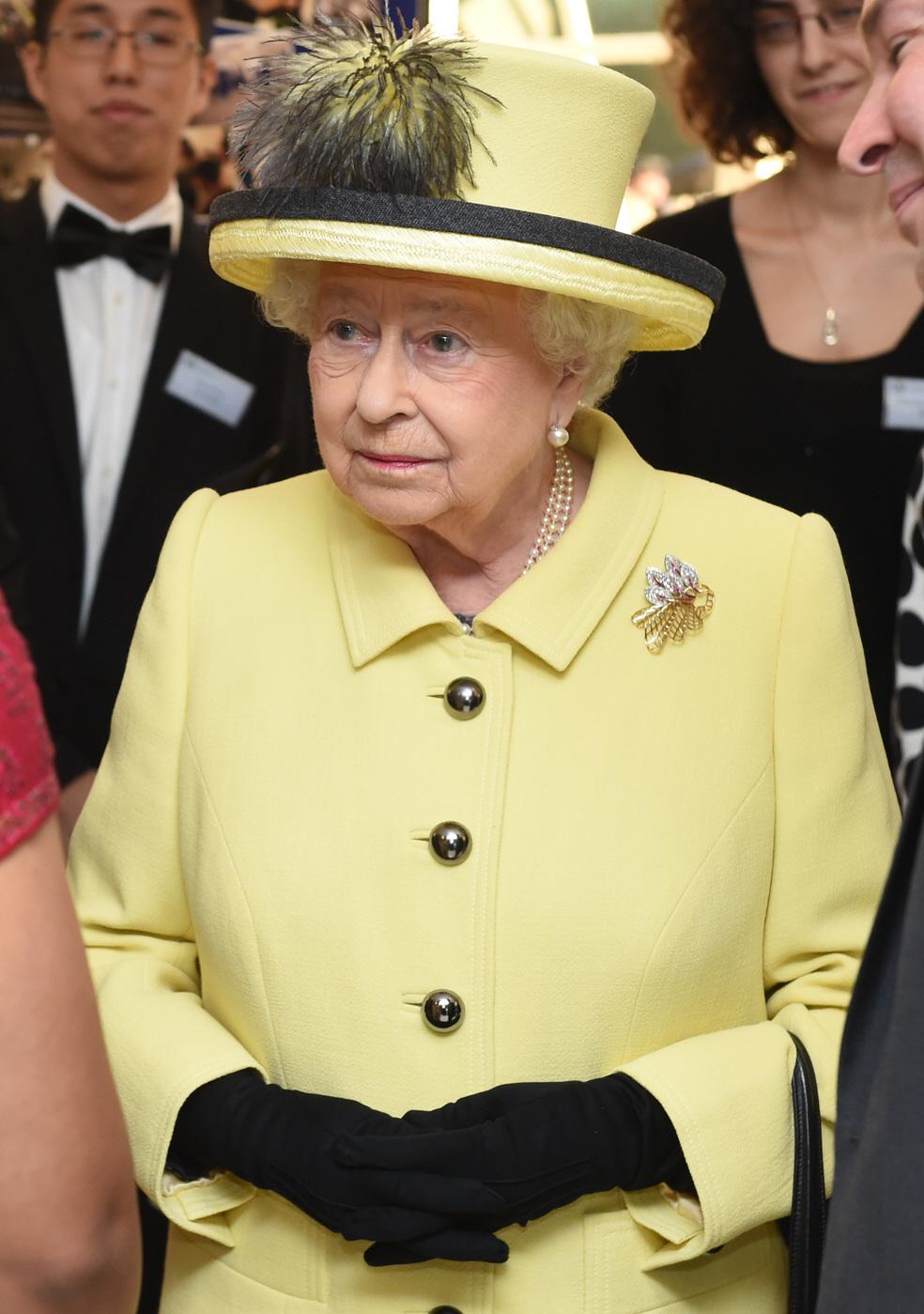 159866PCN_ElizabethIIPHT006  bitchy | Queen Elizabeth is 'up & about & working' behind closed doorways, so don't panic 159866PCN ElizabethIIPHT006