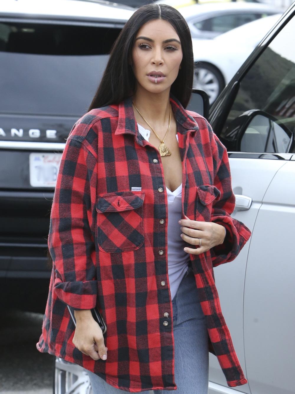 FFN_FF9_FF10_Kardashian_West_011817_52285973  bitchy | What ought to we consider Kim Kardashian's 'excessive vogue grunge' ensemble? FFN FF9 FF10 Kardashian West 011817 52285973