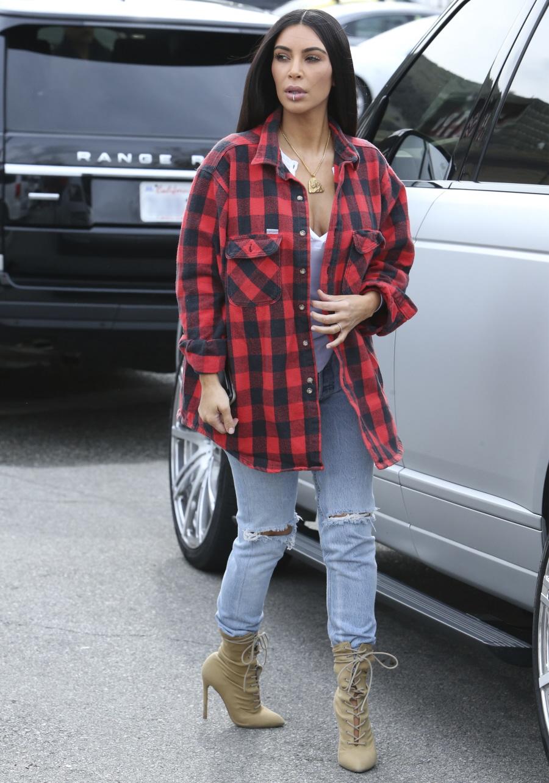 FFN_FF9_FF10_Kardashian_West_011817_52285974  bitchy | What ought to we consider Kim Kardashian's 'excessive vogue grunge' ensemble? FFN FF9 FF10 Kardashian West 011817 52285974