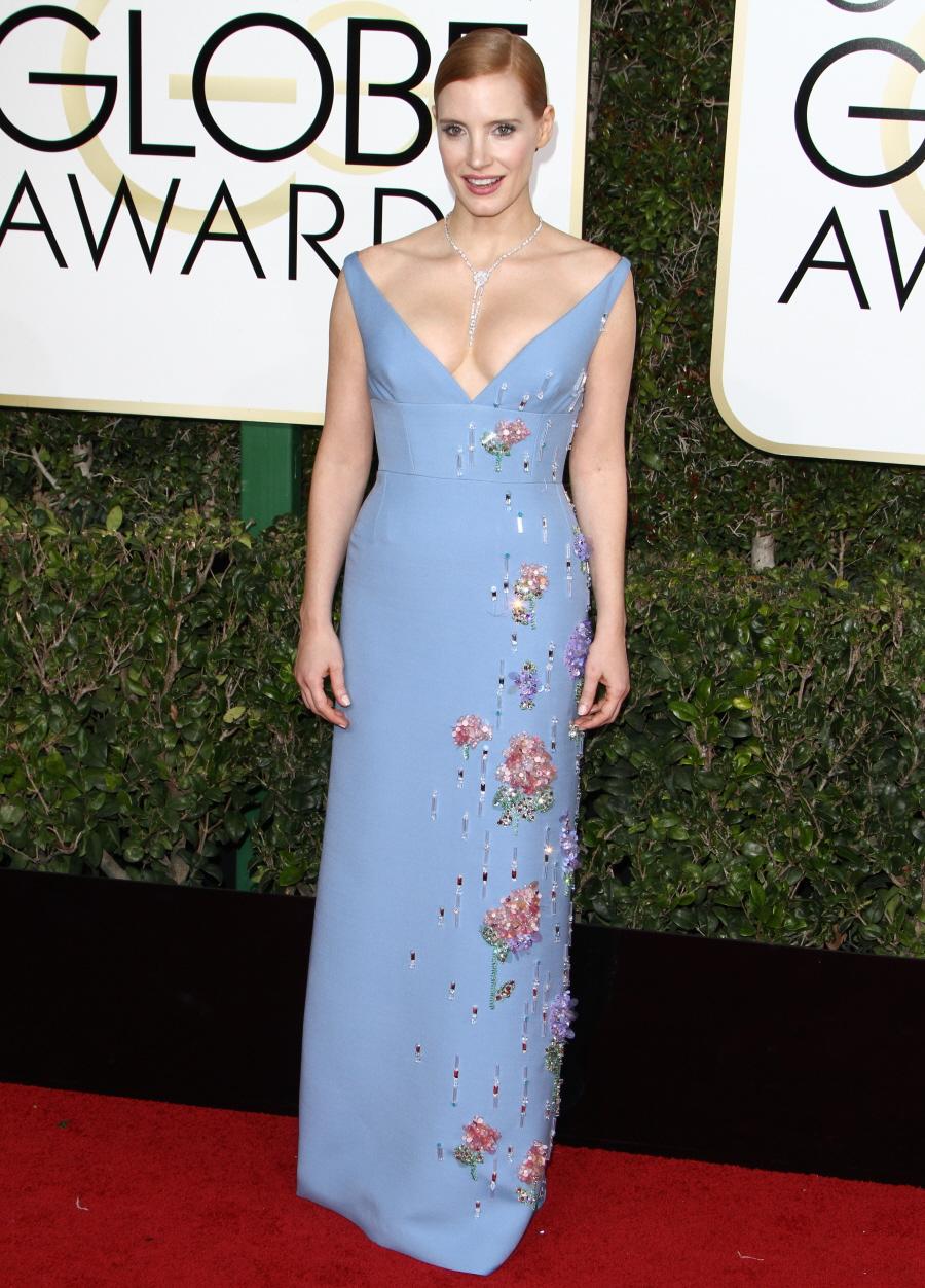 FFN_RIJ_GOLDEN_GLOBES_SET3_010817_52276709  bitchy | Natalie Portman in chartreuse Prada on the Golden Globes: dated, fug or cute? FFN RIJ GOLDEN GLOBES SET3 010817 52276709