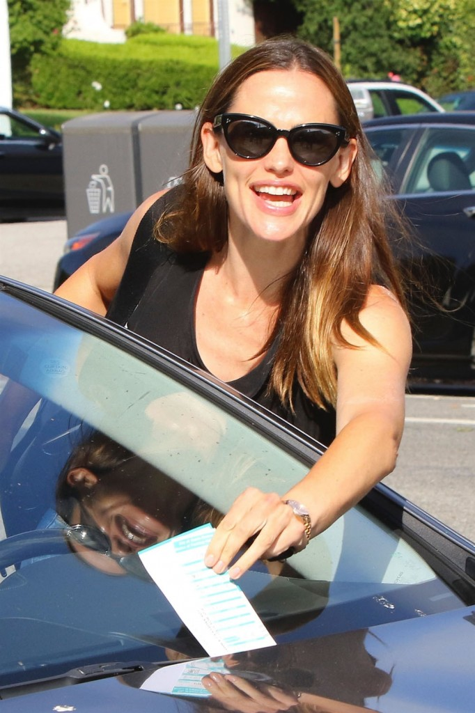 Jennifer Garner stops for ice cream and gets a parking ticket in Brentwood