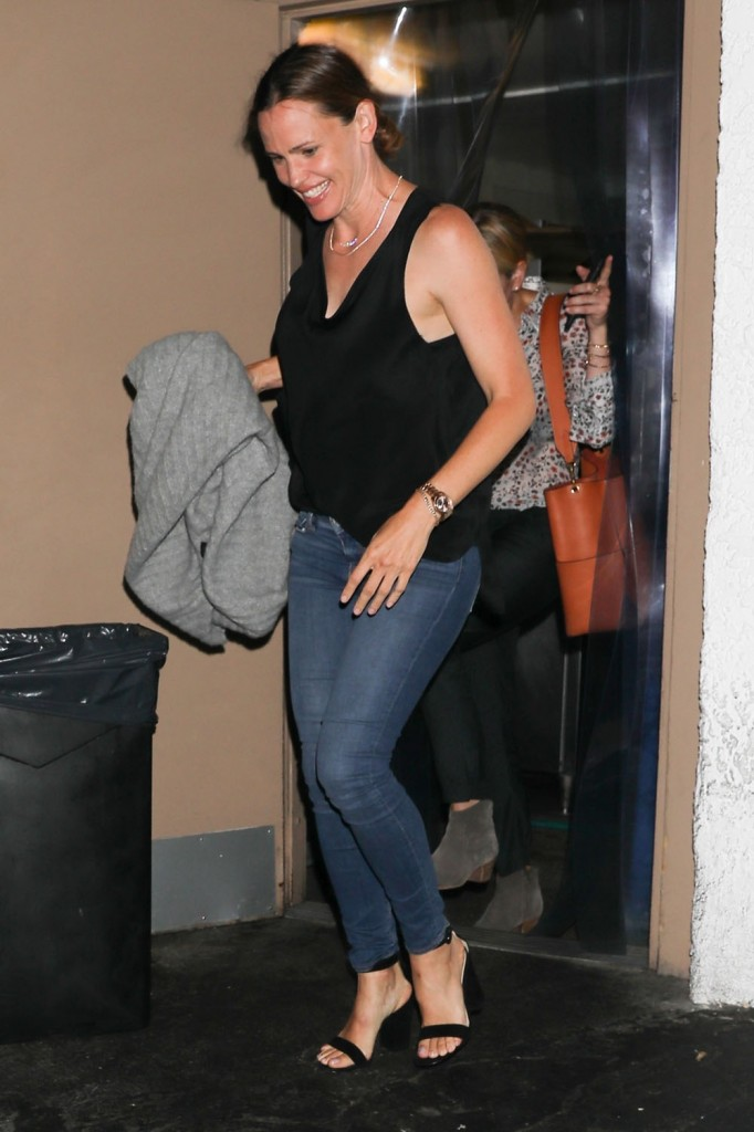 Single Jennifer Garner has a Girls Night Out with Chelsea Handler