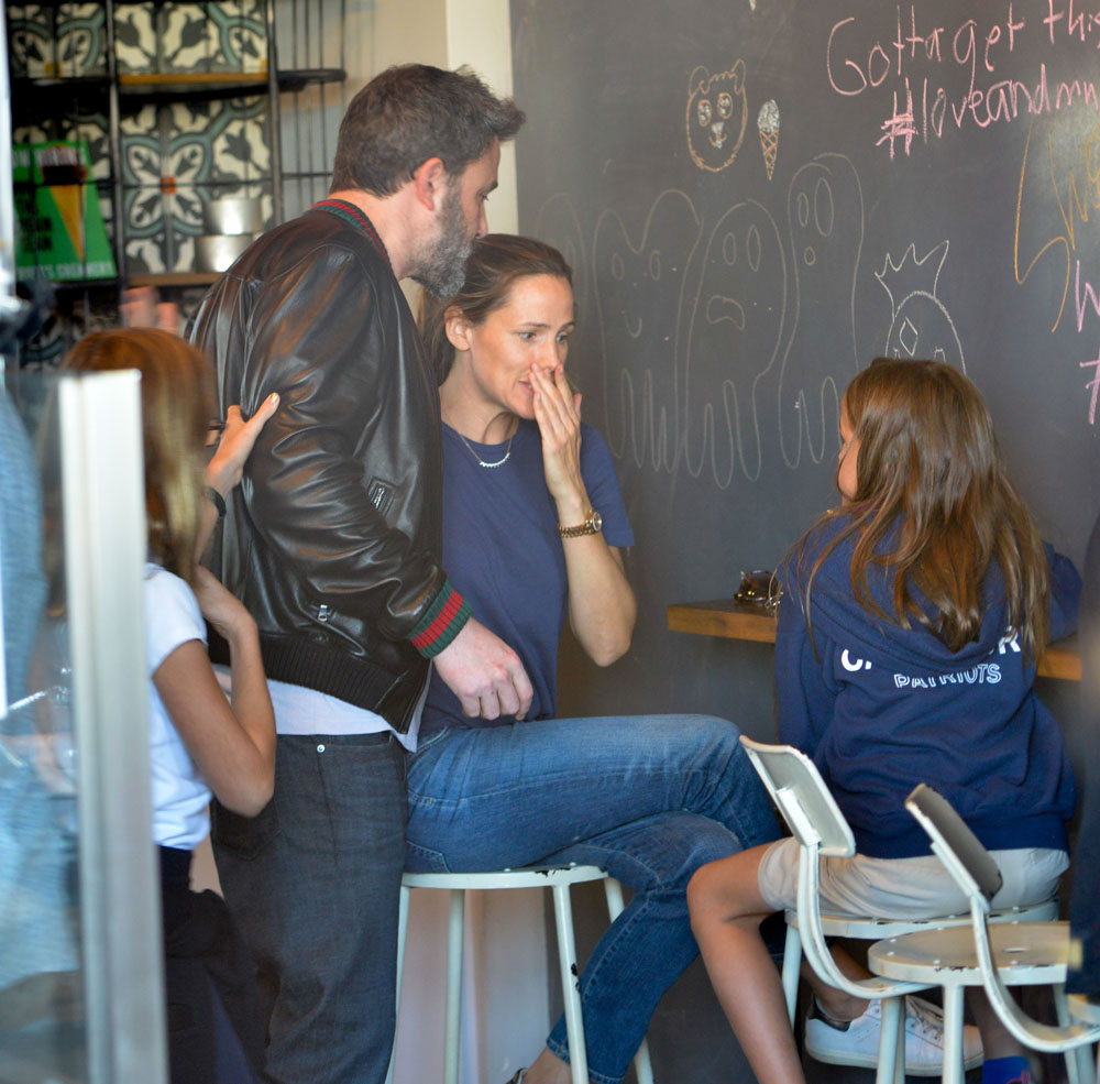 Ben Affleck gets ice cream with Jennifer Garner and their daughters