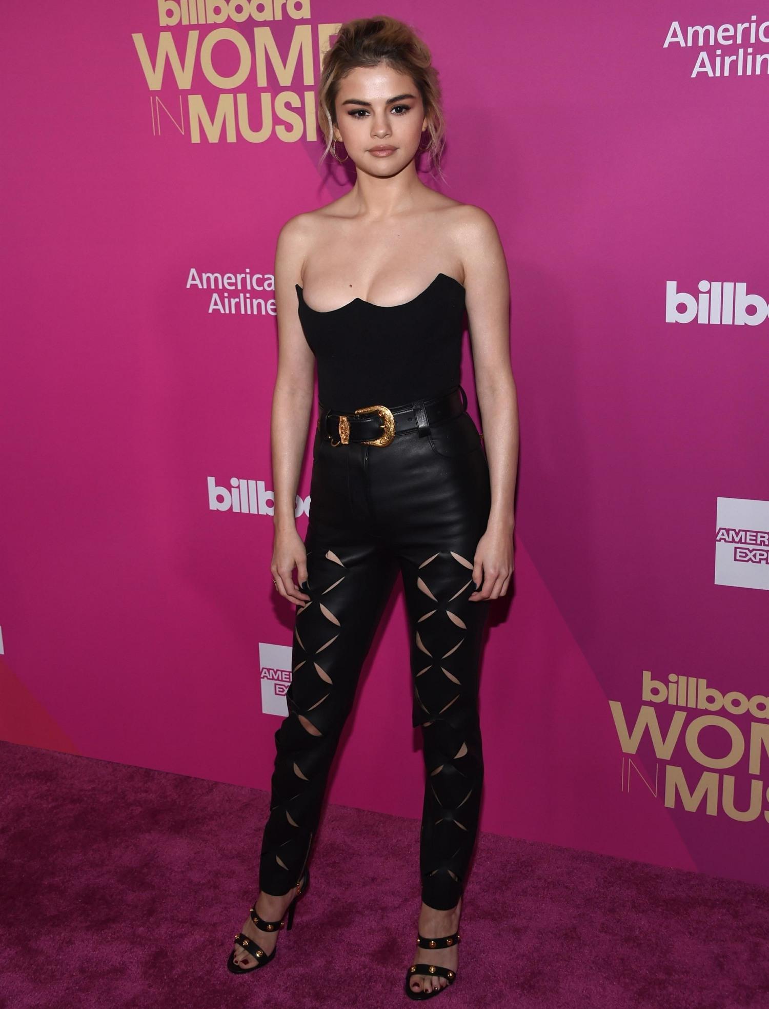 Stars pose at the Billboard Women In Music 2017