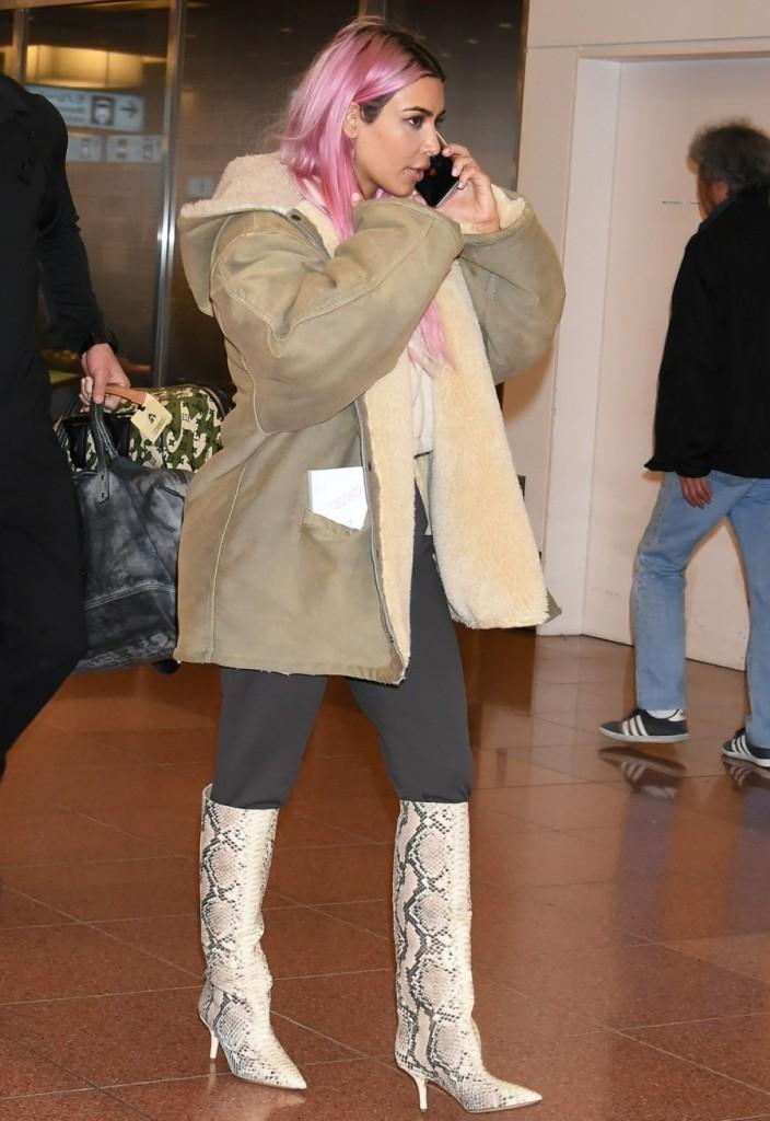 Pink haired Kim Kardashian and sisters Kourtney and Khloe Kardashian land in Tokyo