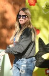 Hilary Duff goes to the Farmers Market