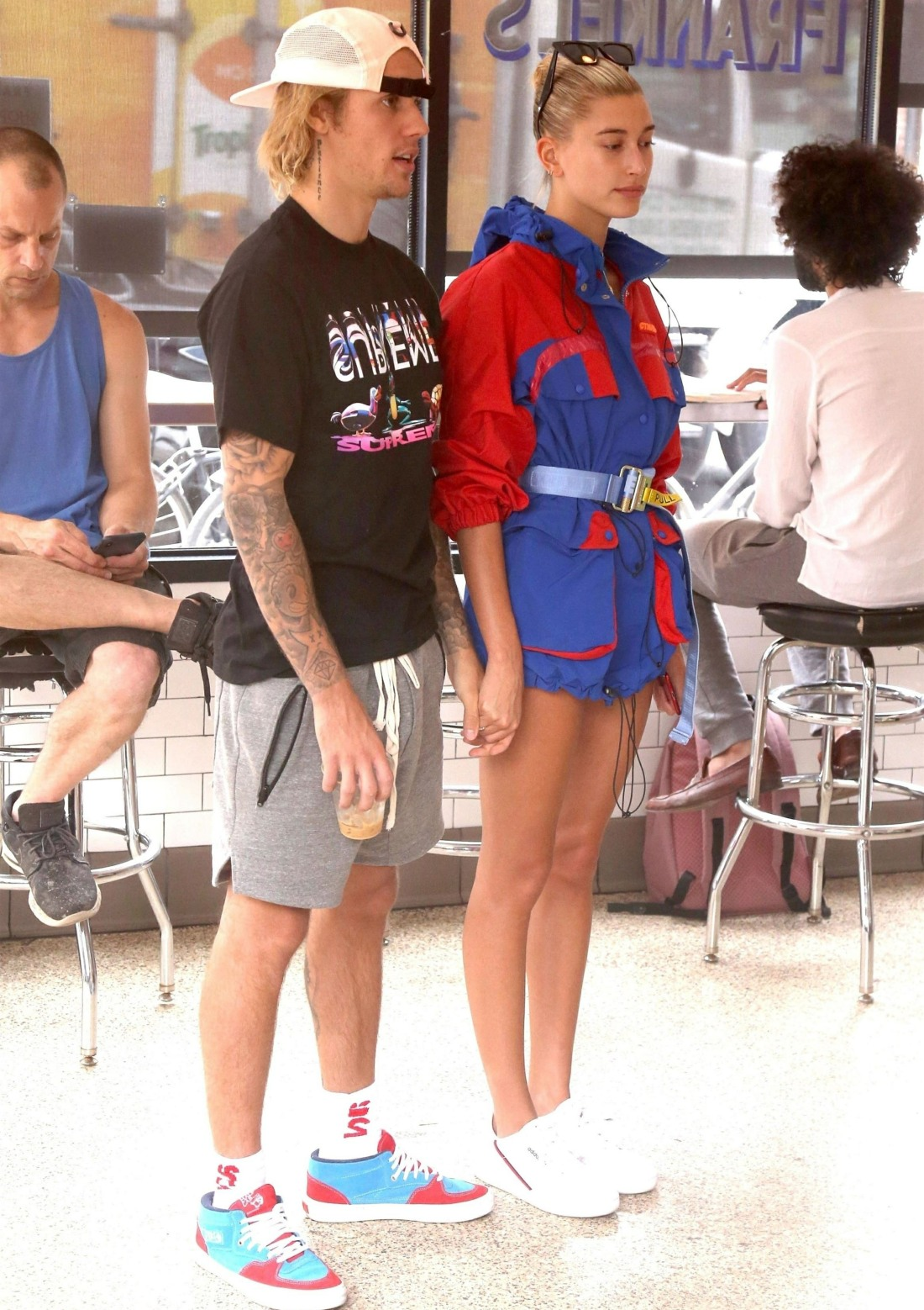 Hailey Baldwin and Justin Bieber pack on the PDA at Frankel's Deli