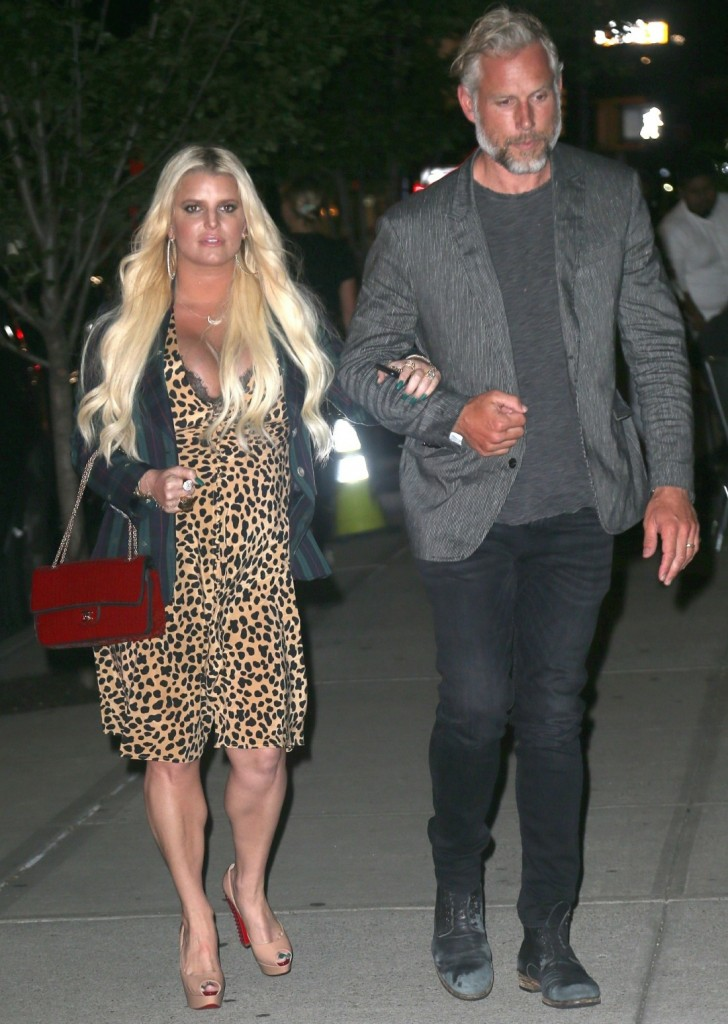 Jessica Simpson and Eric Johnson return to their hotel after dinner
