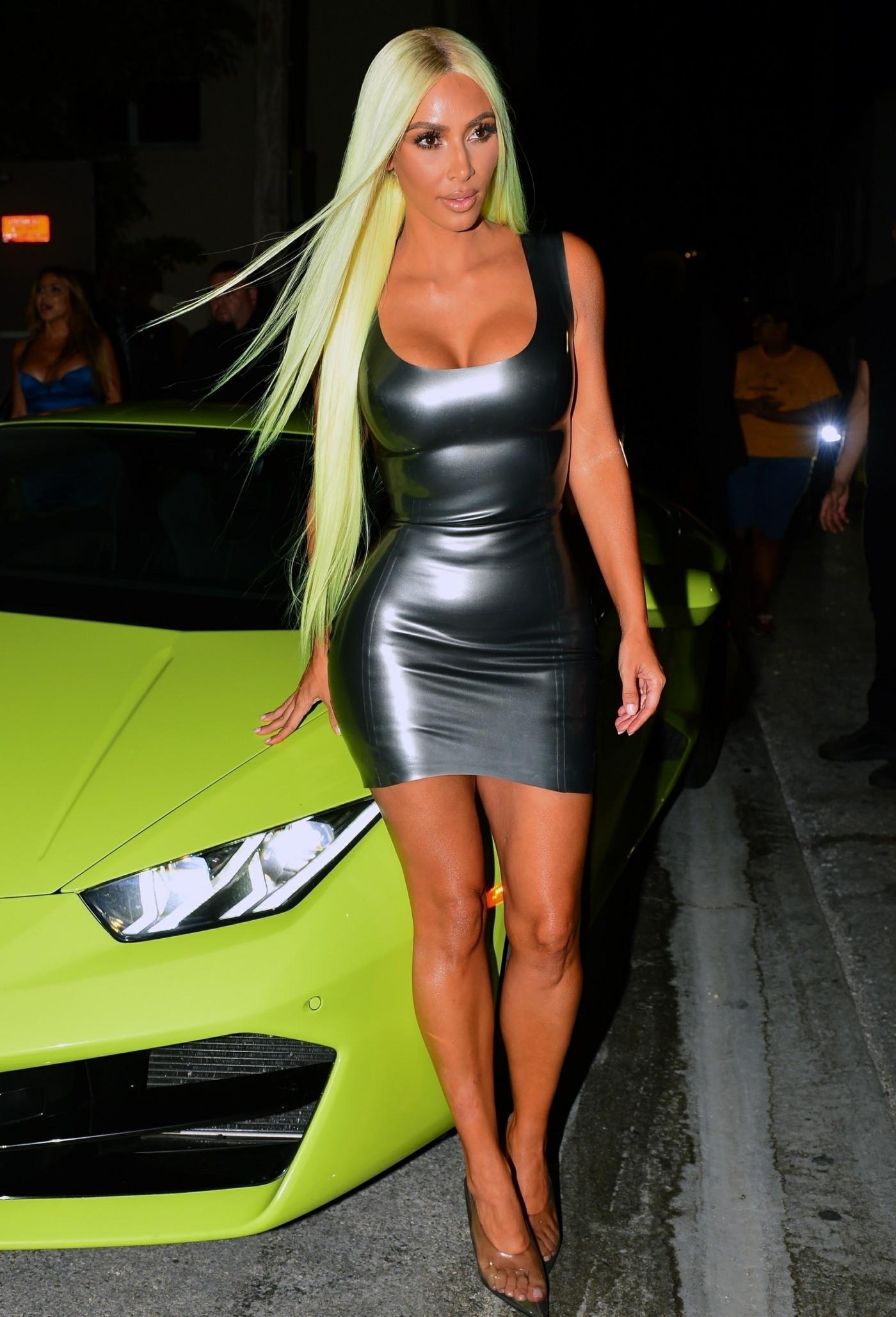 Sexy Kim Kardashian matches her hair to her Neon Green Lamborghini