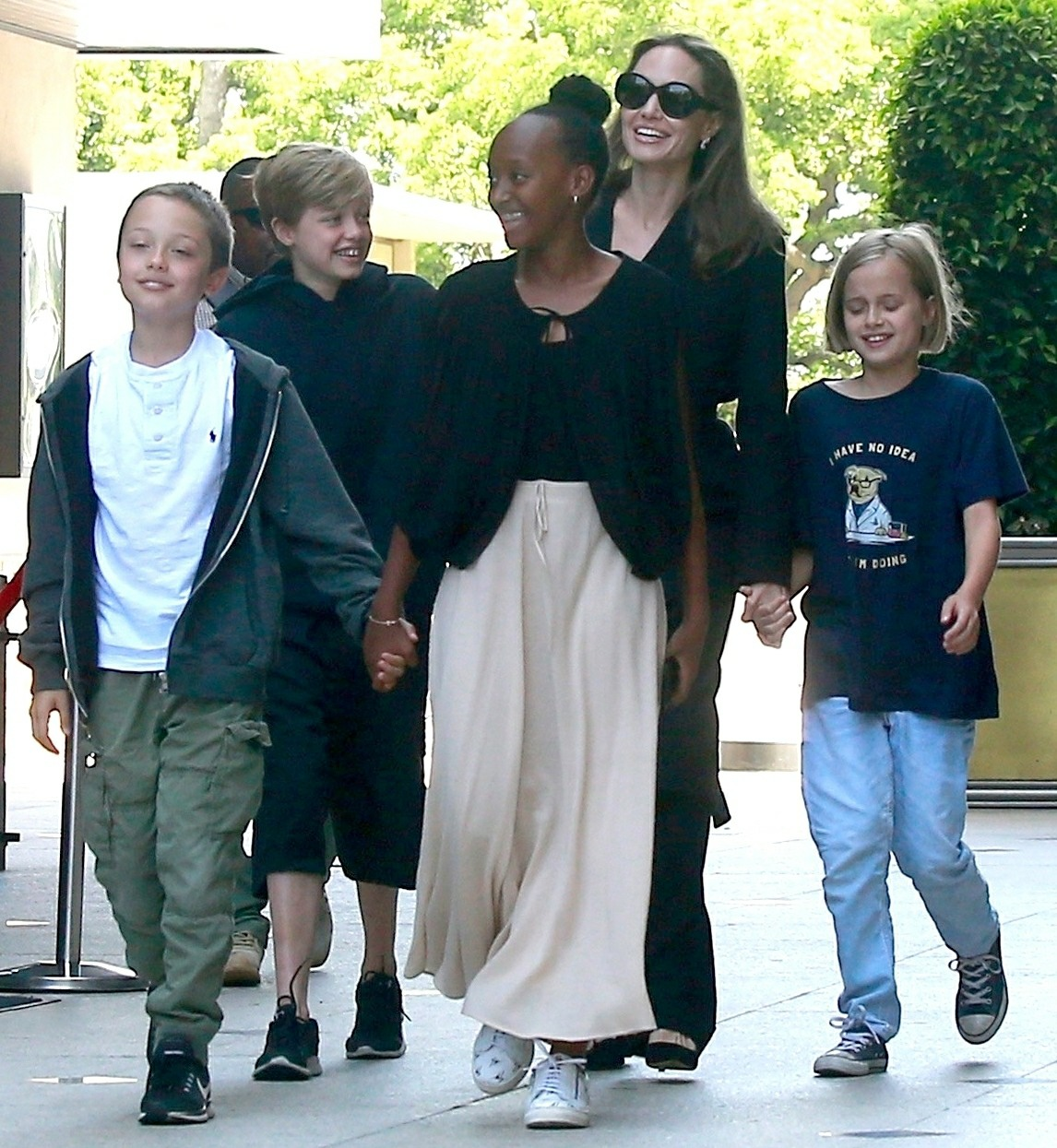 Cele|bitchy | ET: Angelina Jolie & Brad Pitt worked out an ...