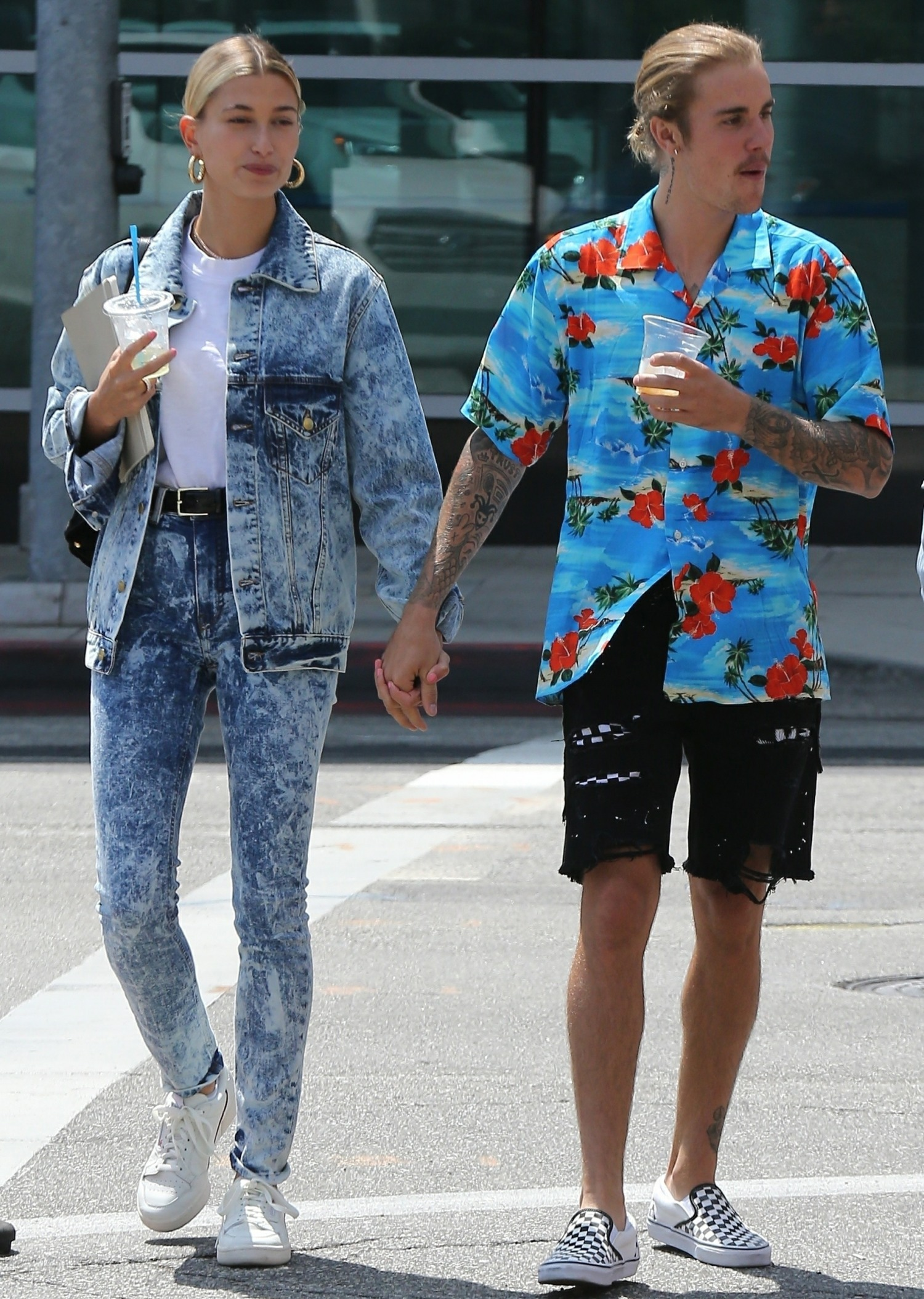 Justin Bieber enjoys a morning out with his fiancee Hailey Baldwin and friends