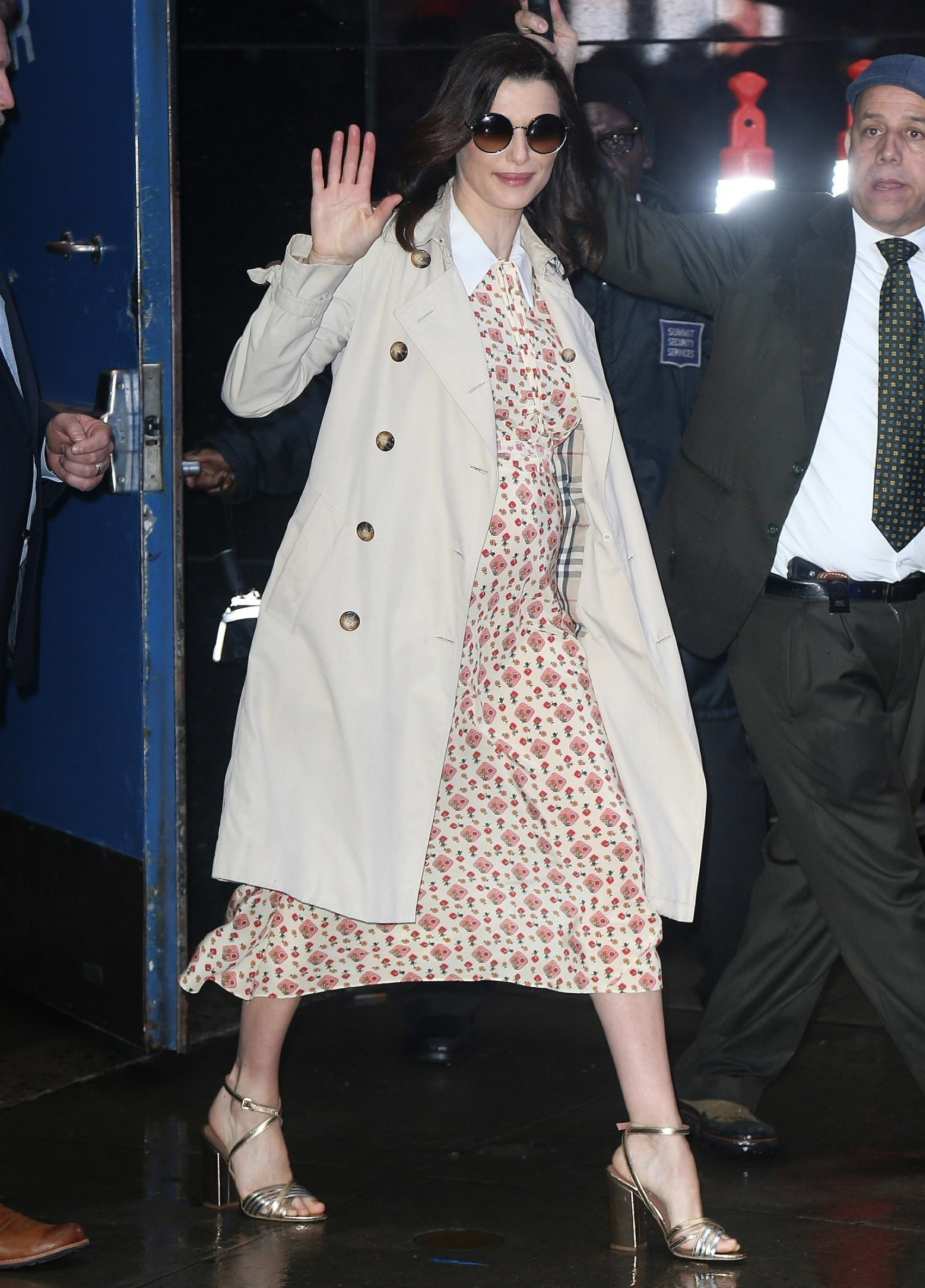 Pregnant Rachel Weisz waves to her fans at 'Good Morning America'