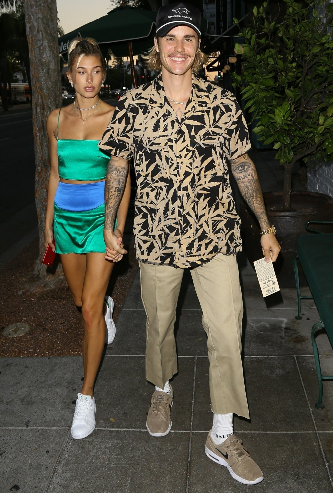 Justin Bieber and Hailey Baldwin arrive for a dinner date at Dan Tana's