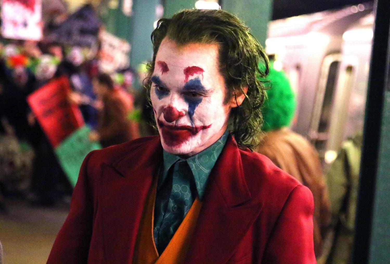 Joaquin Phoenix's 'Joker' makeup revealed: sad clown or budget clown?