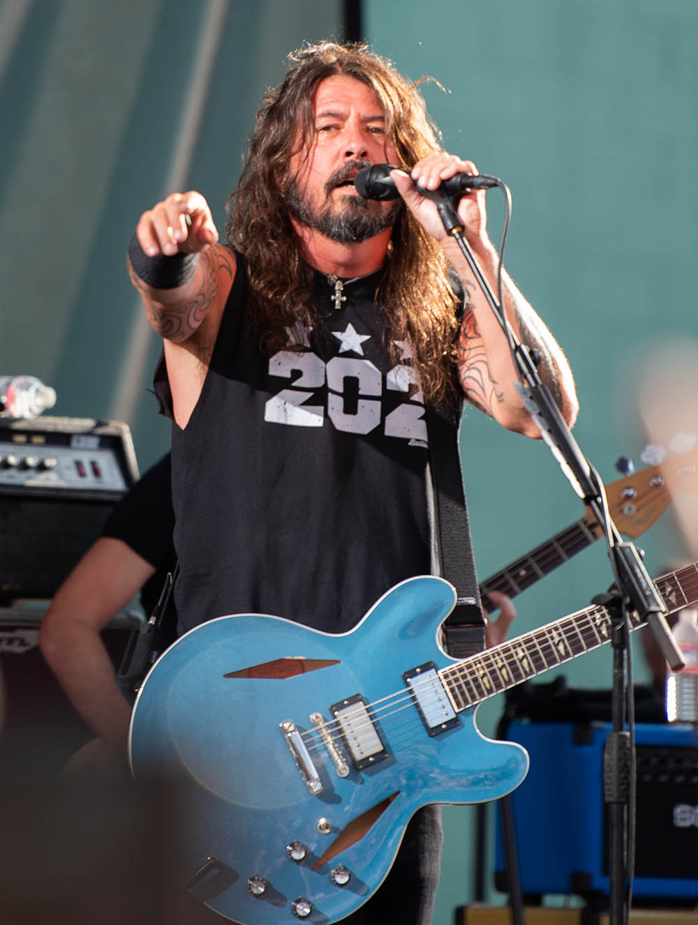 Cele Bitchy Dave Grohl Lost His Voice That S The Last