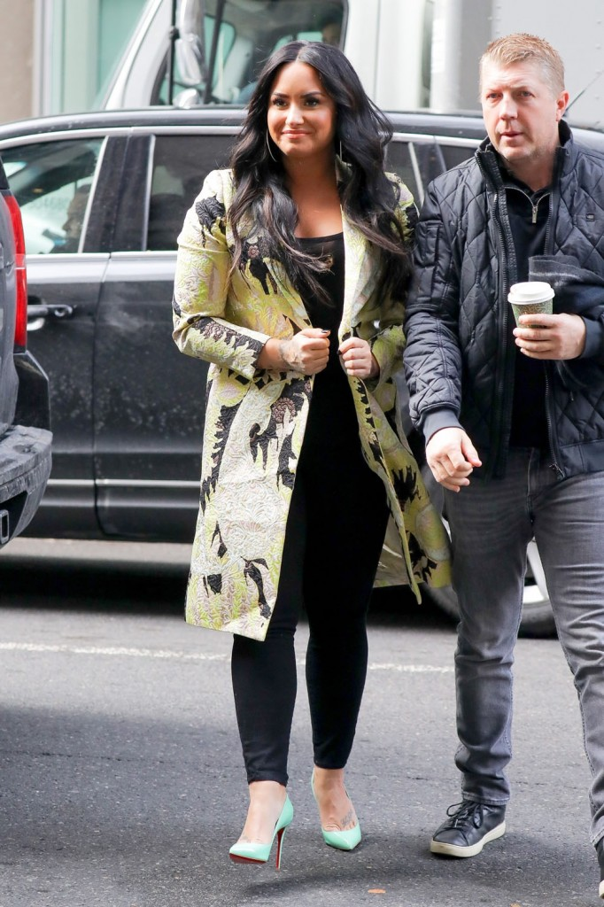 Demi Lovato poses with fans as she arrives at SiriusXM studios