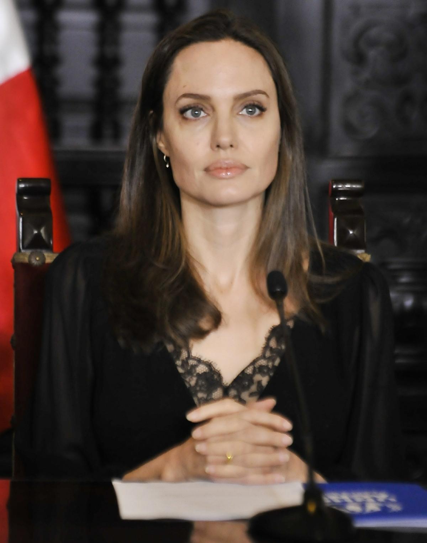 Angelina Jolie visits Peru to help the Venezuelan refugees