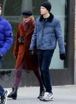 Taylor Swift mano nella mano con il fidanzato Joe Alwyn fare una lunga passeggiata dopo pranzo a New York