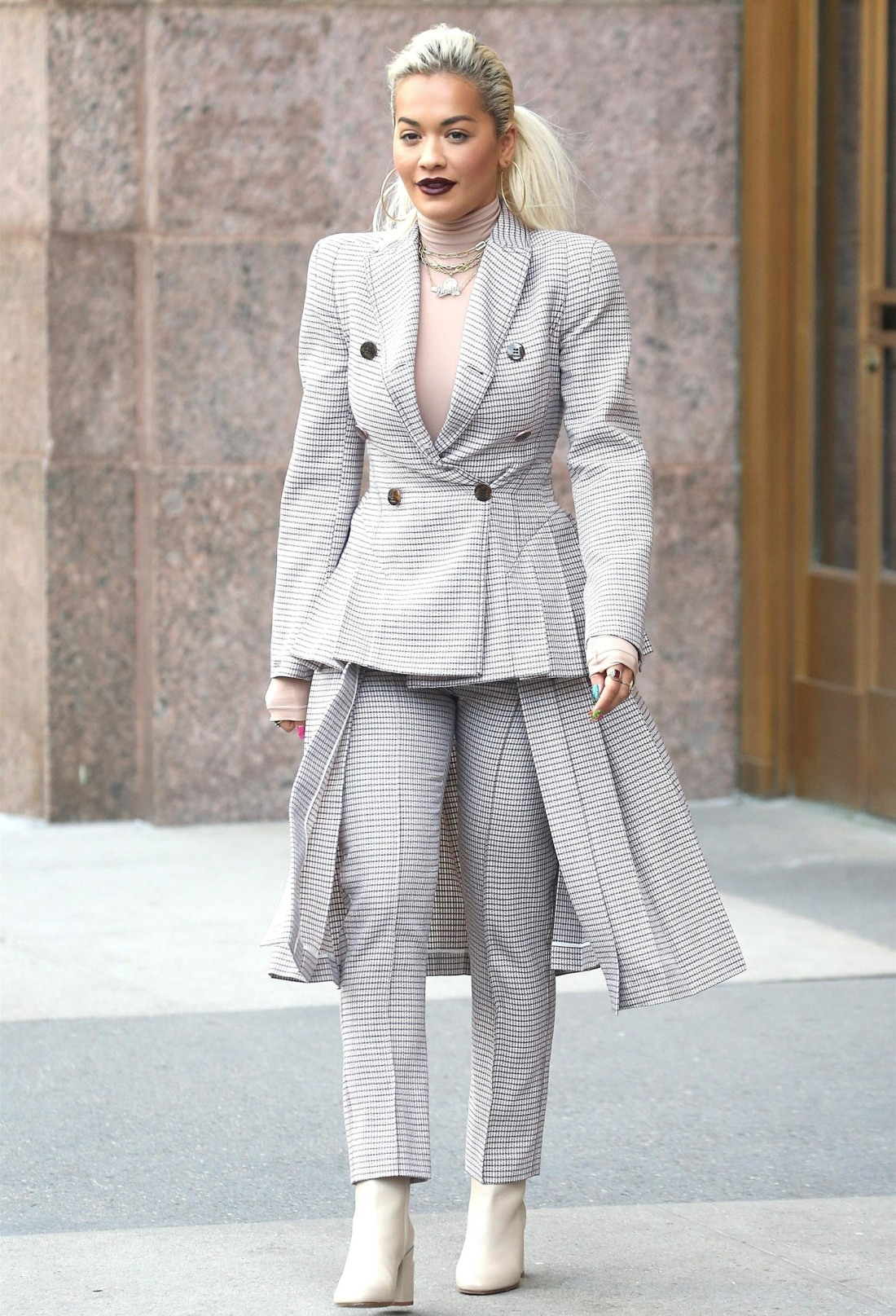 Rita Ora believes that she's the victim of the fashion industry's sizeismtoo