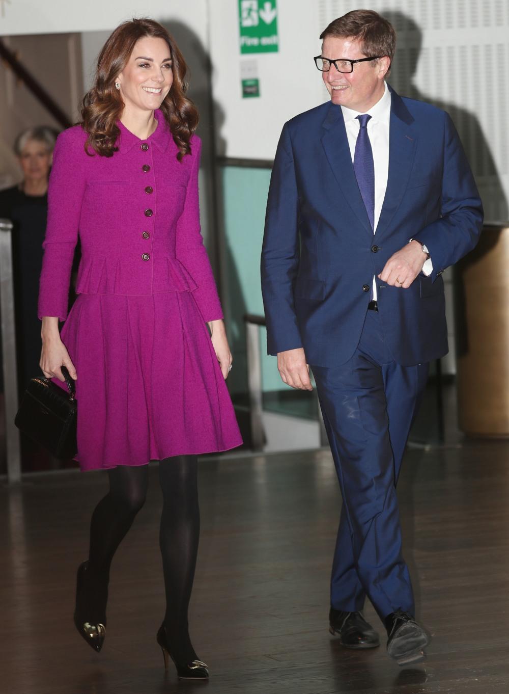 Duchess Kate repeats an Oscar de la Renta suit at the Royal Opera House
