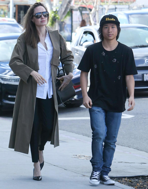 Angelina Jolie porta il figlio Pax a fare shopping su Melrose Avenue