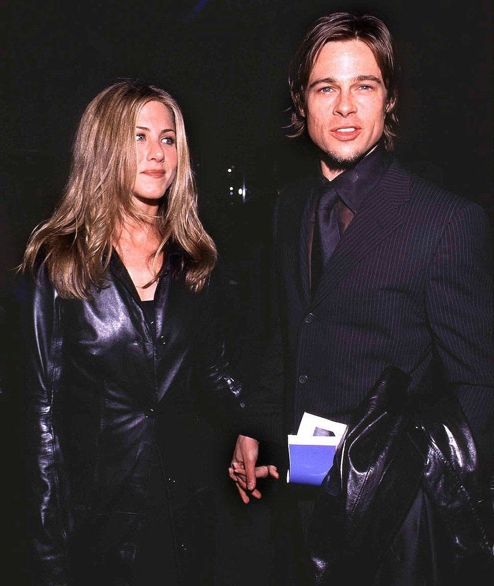 JENNIFER ANISTON AND BRAD PITT BACKSTAGE AT THE MUSICARES PERSON OF THE YEAR DINNER HONORING SIR ELTON JOHN AT THE 20TH CENTURY FOX STUDIOS, CALIFORNIA. 21/02/00  -URW/