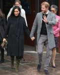 Il principe Harry e Meghan, la duchessa di Sussex, lasciano l'Old Vic Bristol
