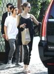 Angelina Jolie e il figlio che mangiano a Cecconis